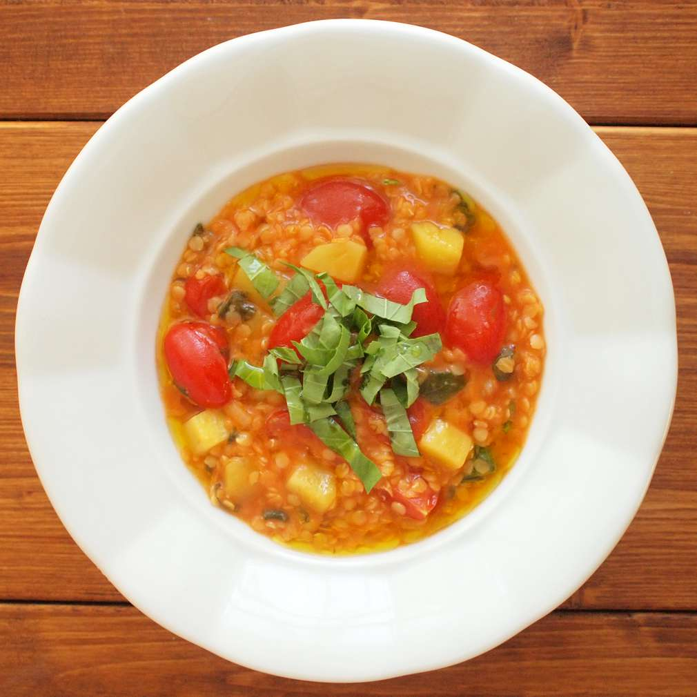 Zobrazit Polévka z červené čočky s rajčaty receptů