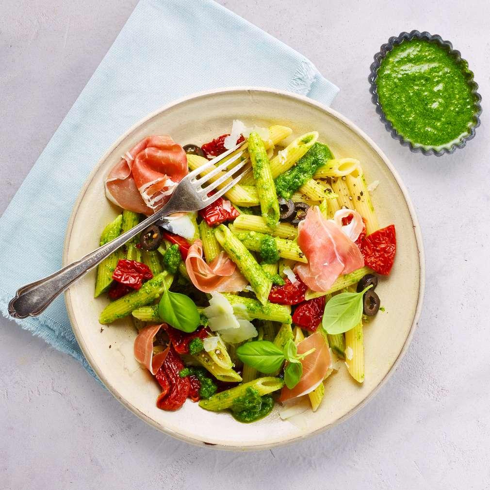 Salată de penne cu șuncă