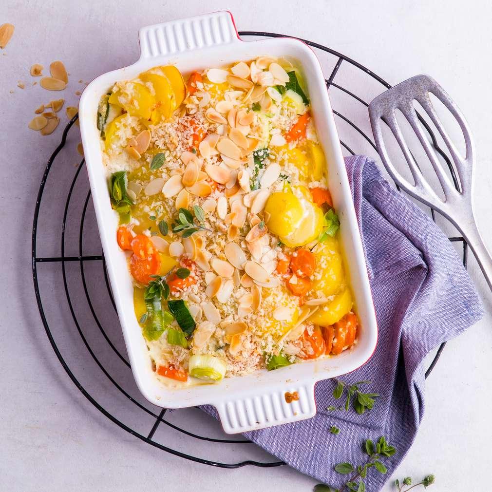 Zobrazit Zapečené brambory s mrkví a mandlovou krustou receptů