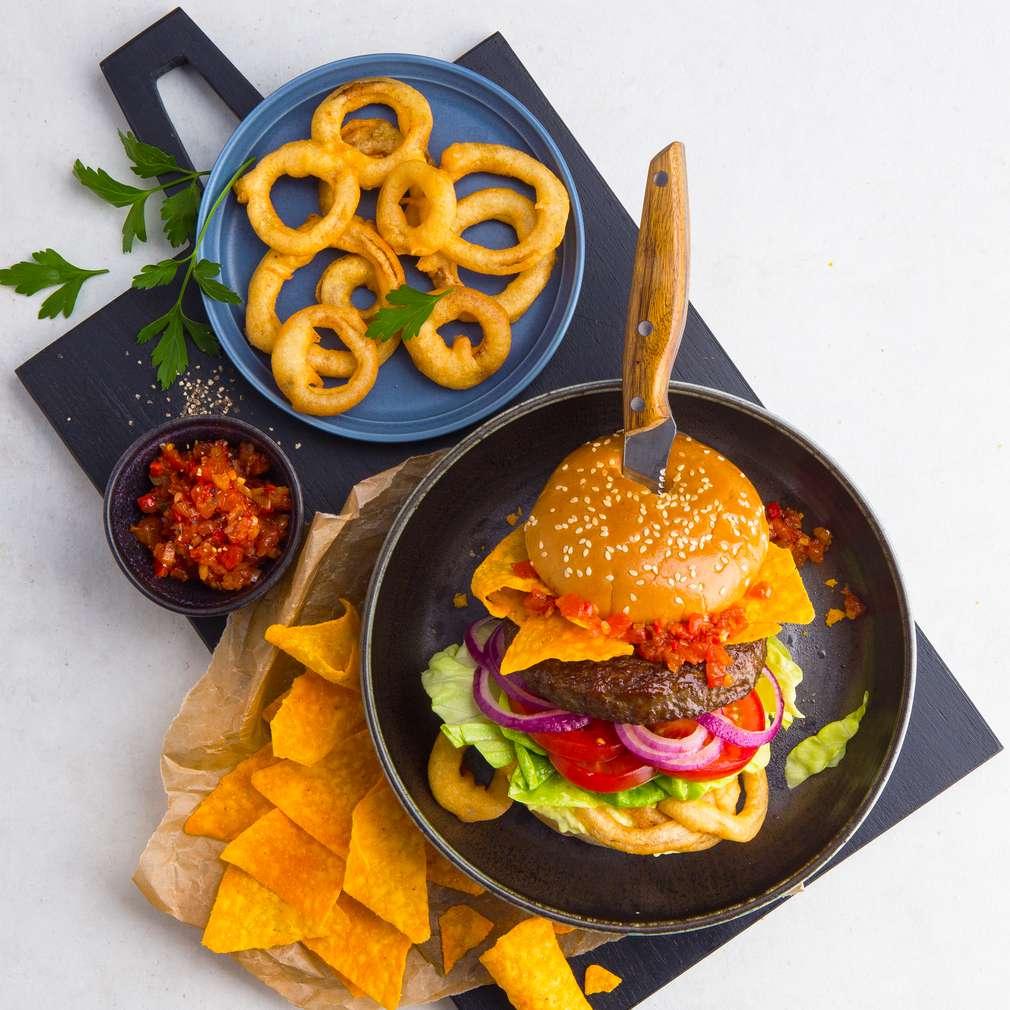Abbildung des Rezepts Mexikanischer Burger mit Tortillachips