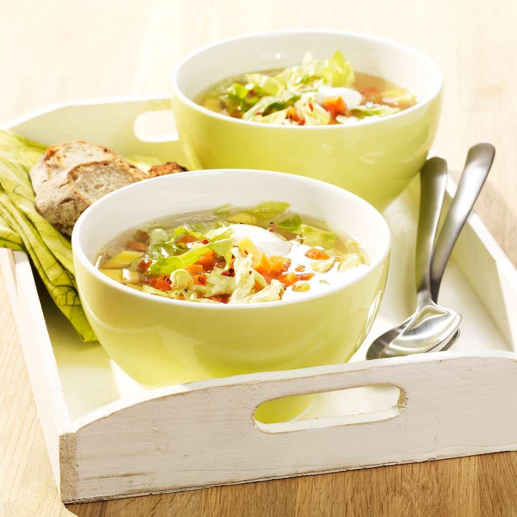 Zobrazit Osvěžující zeleninová polévka s hlávkovým salátem receptů
