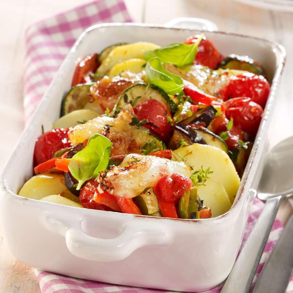 Zobrazit Zapékané brambory s cuketou, lilkem a paprikou receptů