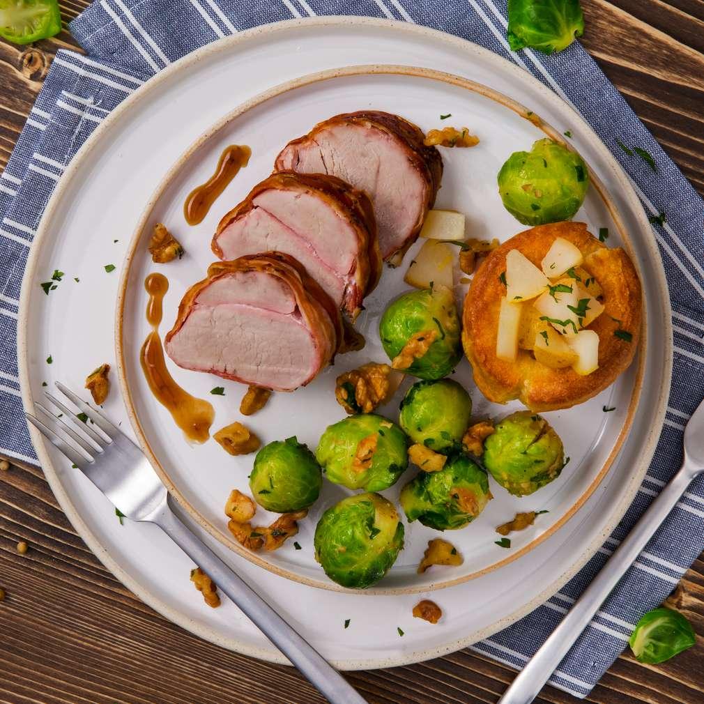 Abbildung des Rezepts Schweinefilet im Baconmantel mit Yorkshire-Pudding
