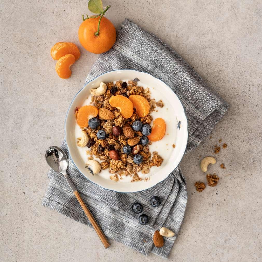 Zobrazit Jogurt s musli, ořechy a mandarinkami receptů