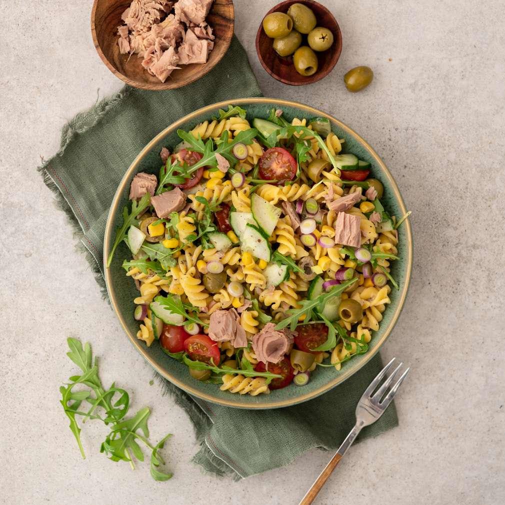 Zobrazit Těstovinový salát s tuňákem, olivami a zeleninou receptů