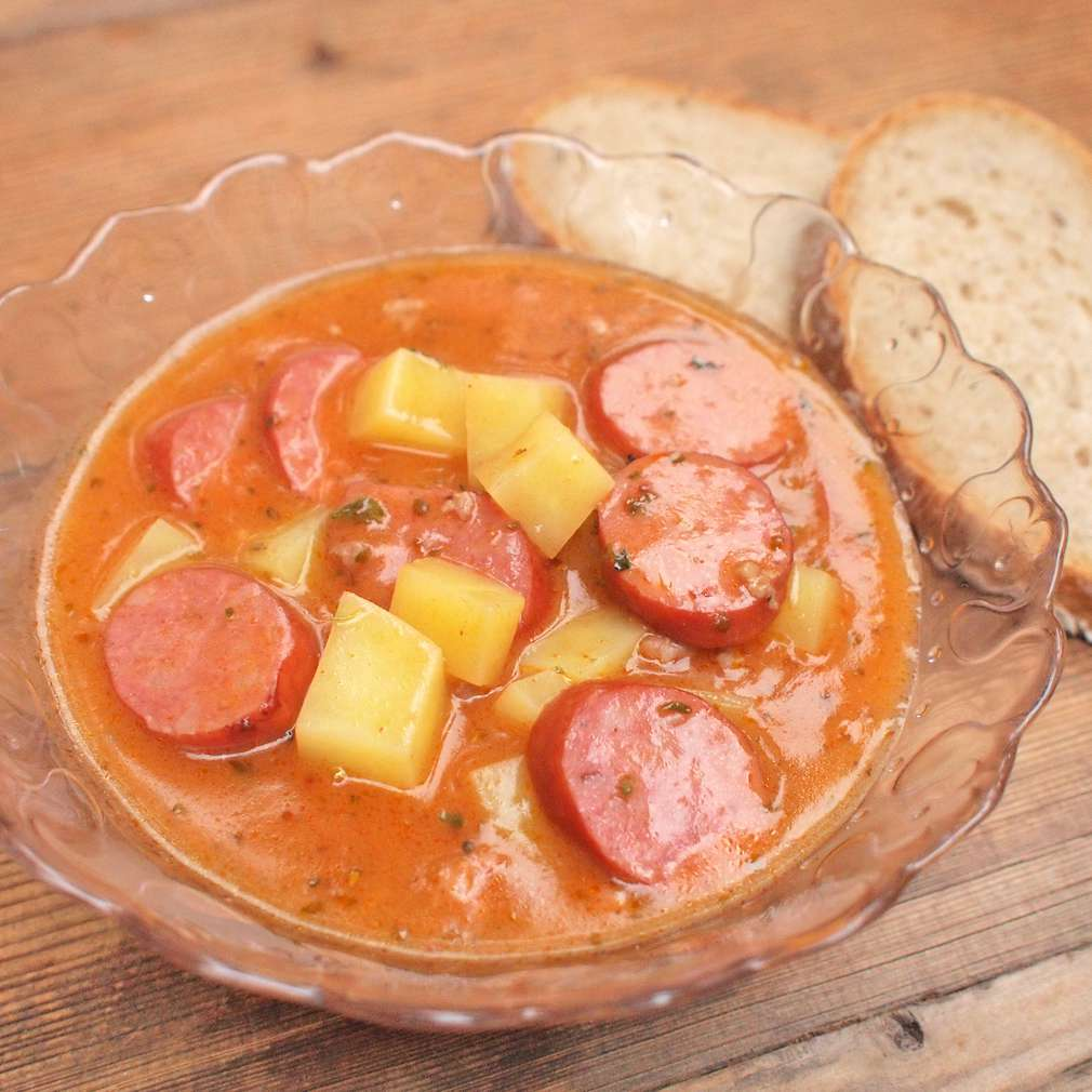 Zobrazit Gulášová polévka s klobásou receptů