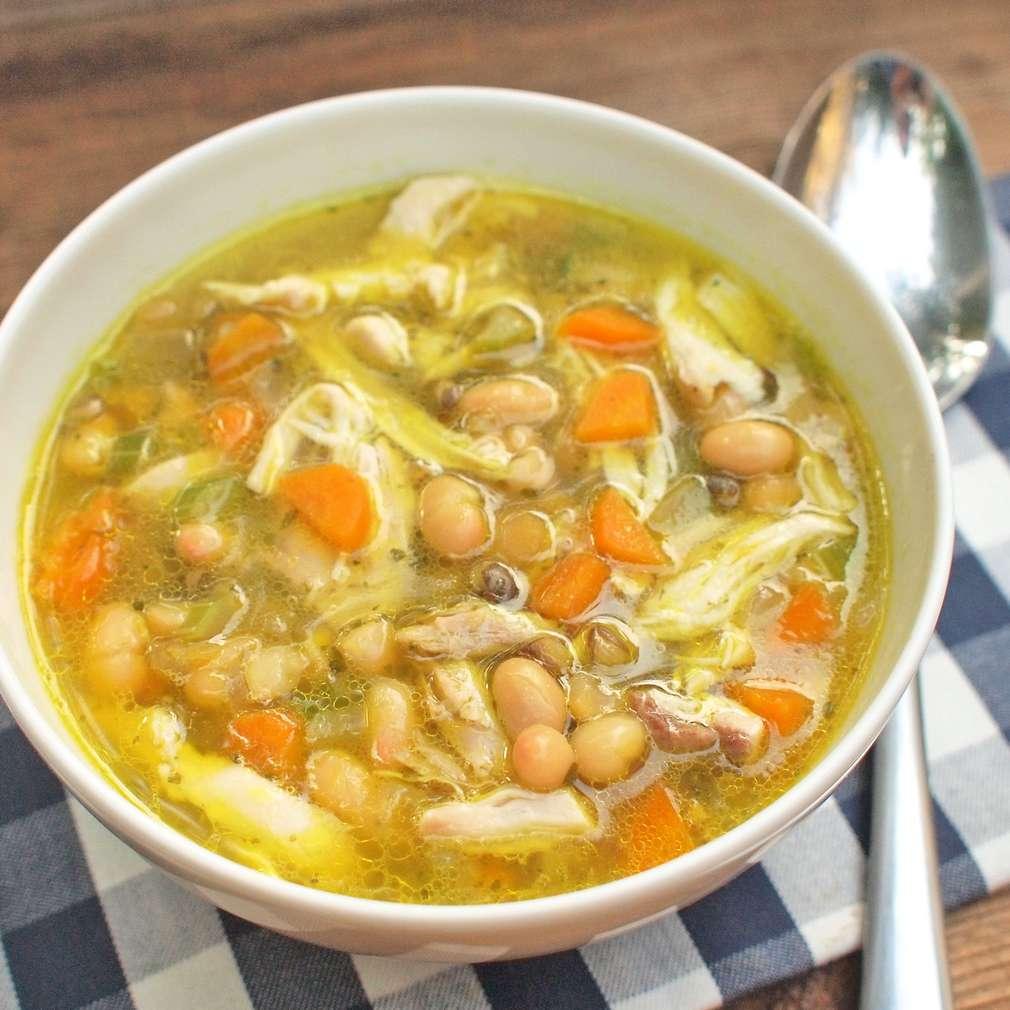 Zobrazit Kuřecí luštěninová polévka receptů