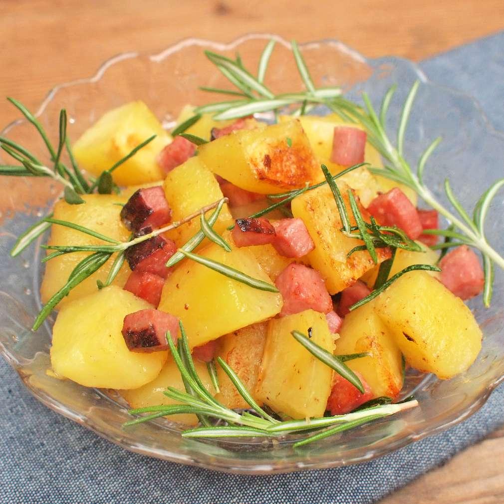 Zobrazit Rozmarýnové brambory s uzeným masem receptů