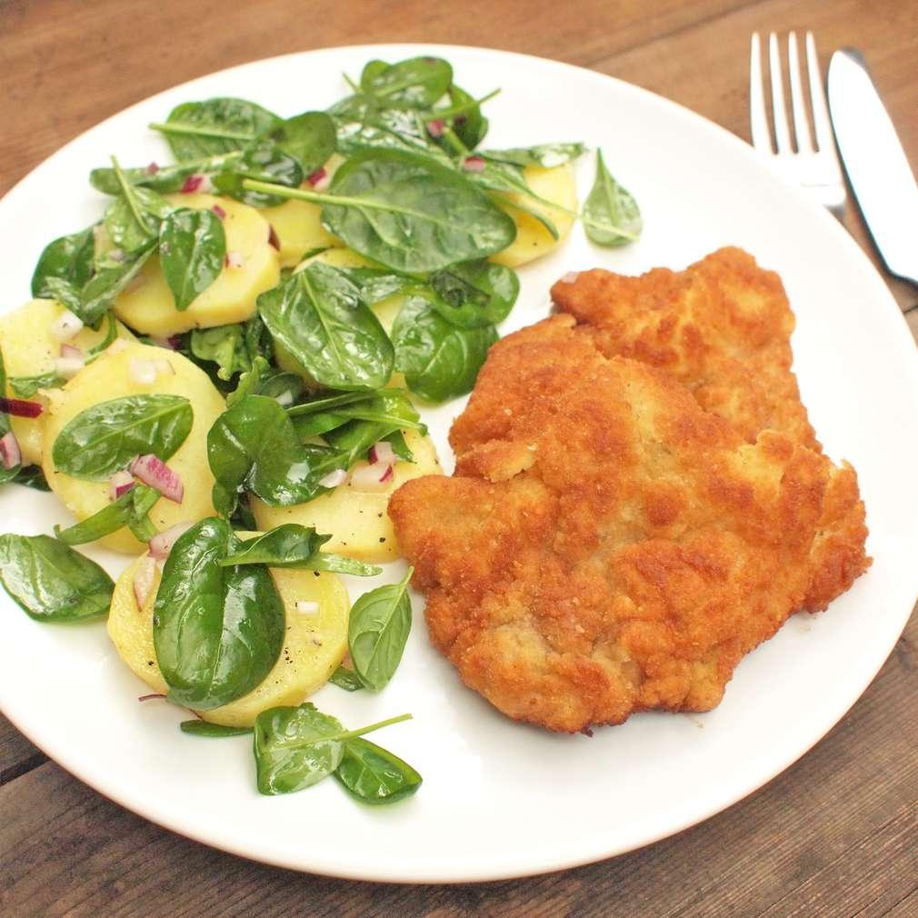 Zobrazit Vídeňský řízek s lehkým bramborovým salátem receptů