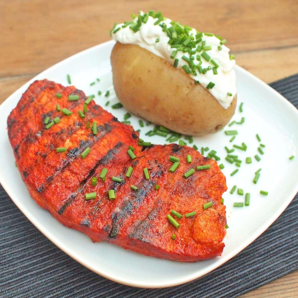 Zobrazit Grilovaný vepřový steak s pečenou bramborou receptů