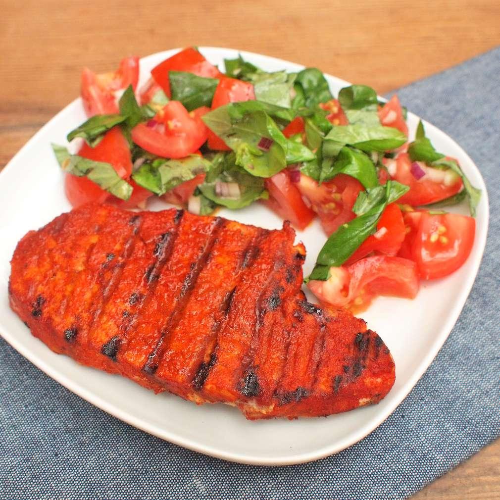 Zobrazit Steak z vepřové kýty s rajským salátem receptů