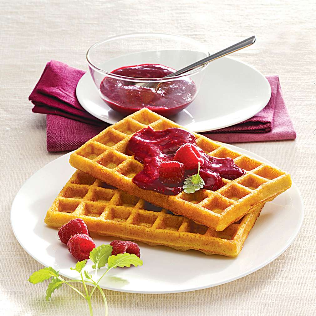 Imaginea rețetei Gofre de mălai cu pastă de zmeură
