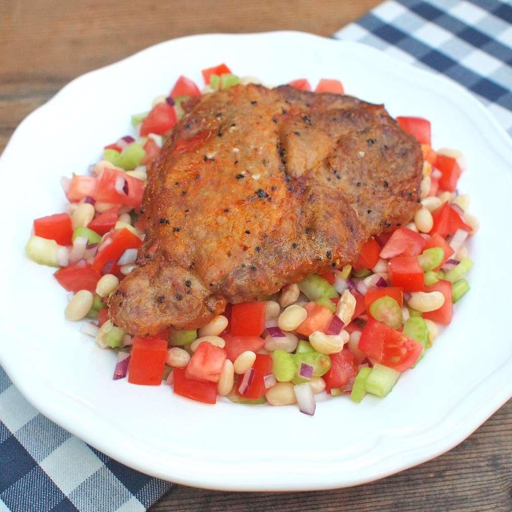 Zobrazit Marinovaná krkovice s lehkým fazolovým salátem receptů