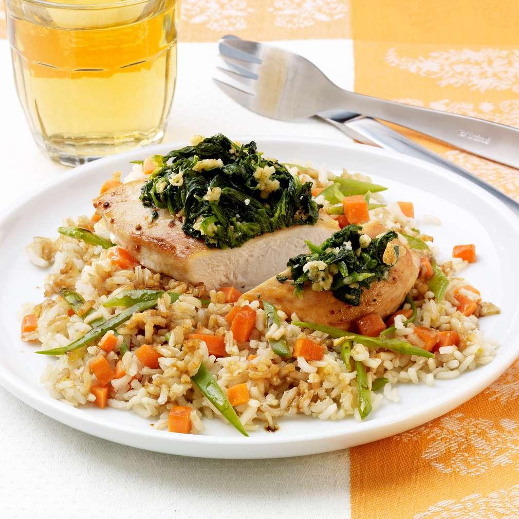 Zobrazit Kuřecí prsa se špenátem a zeleninovou rýží receptů