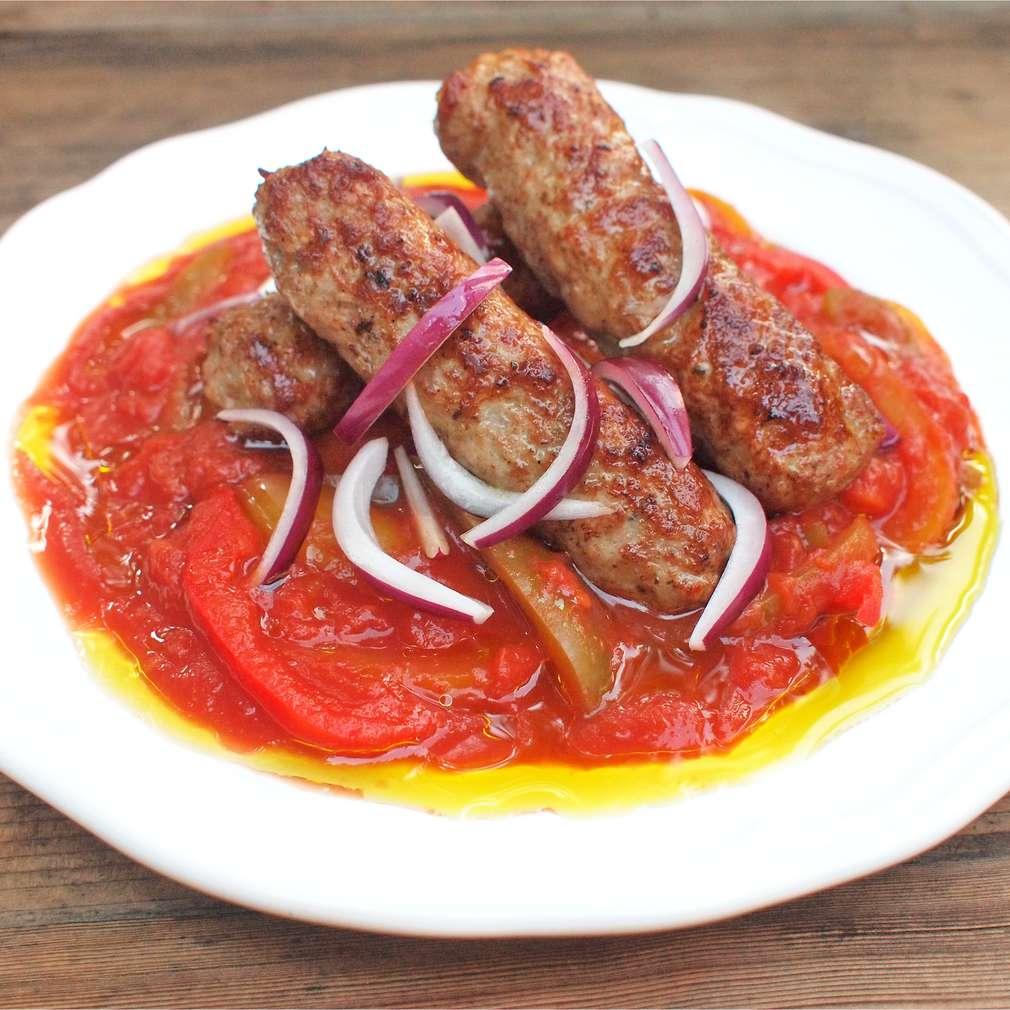 Zobrazit Čevapčiči s pikantní zeleninou receptů