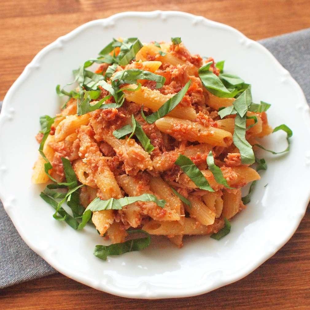 Zobrazit Těstovinový salát s tuňákem a sušenými rajčaty receptů