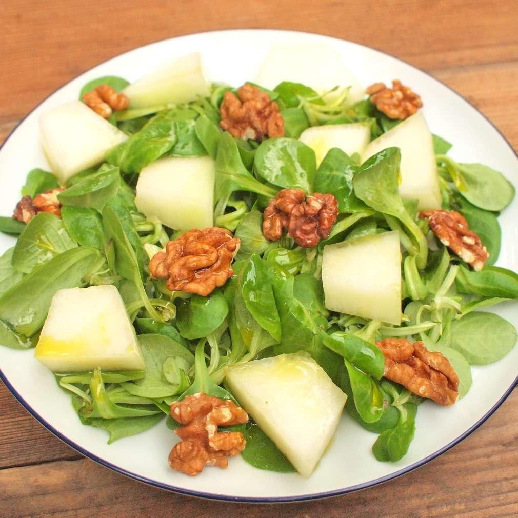 Zobrazit Salát s melounem a vlašskými ořechy receptů