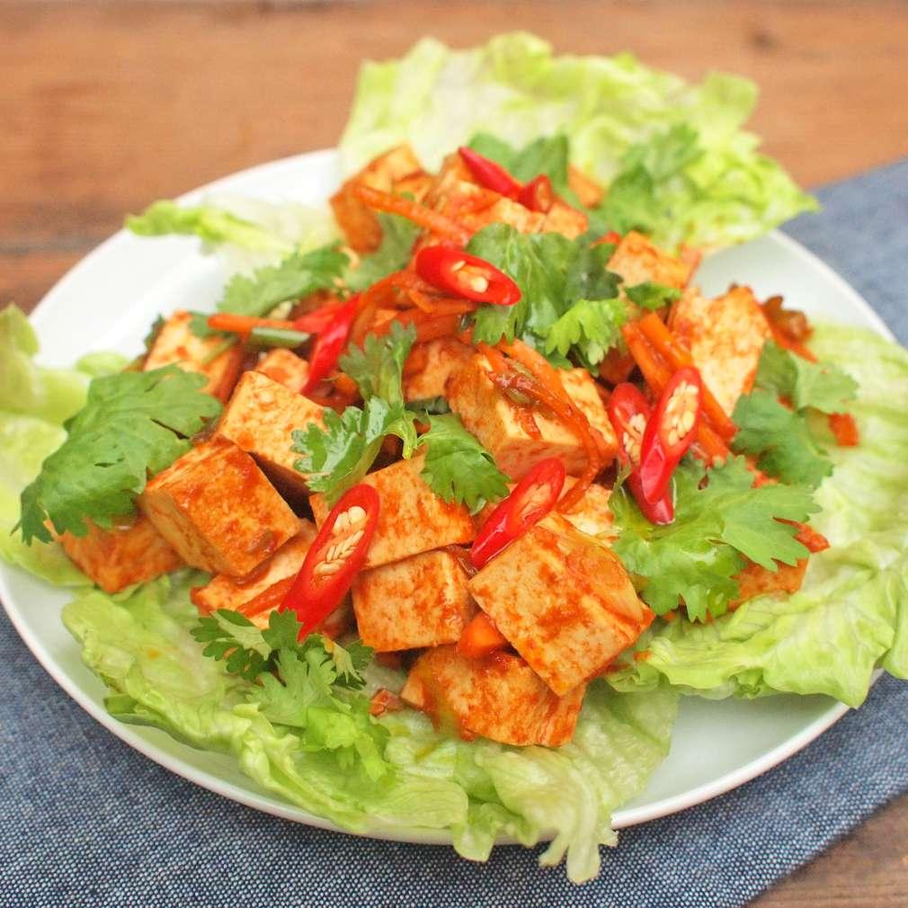 Zobrazit Marinované tofu s ledovým salátem receptů