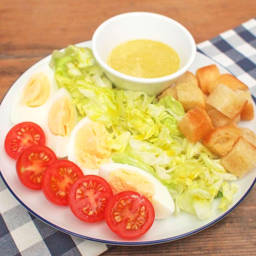 Zobrazit Salátový talíř s vejcem receptů