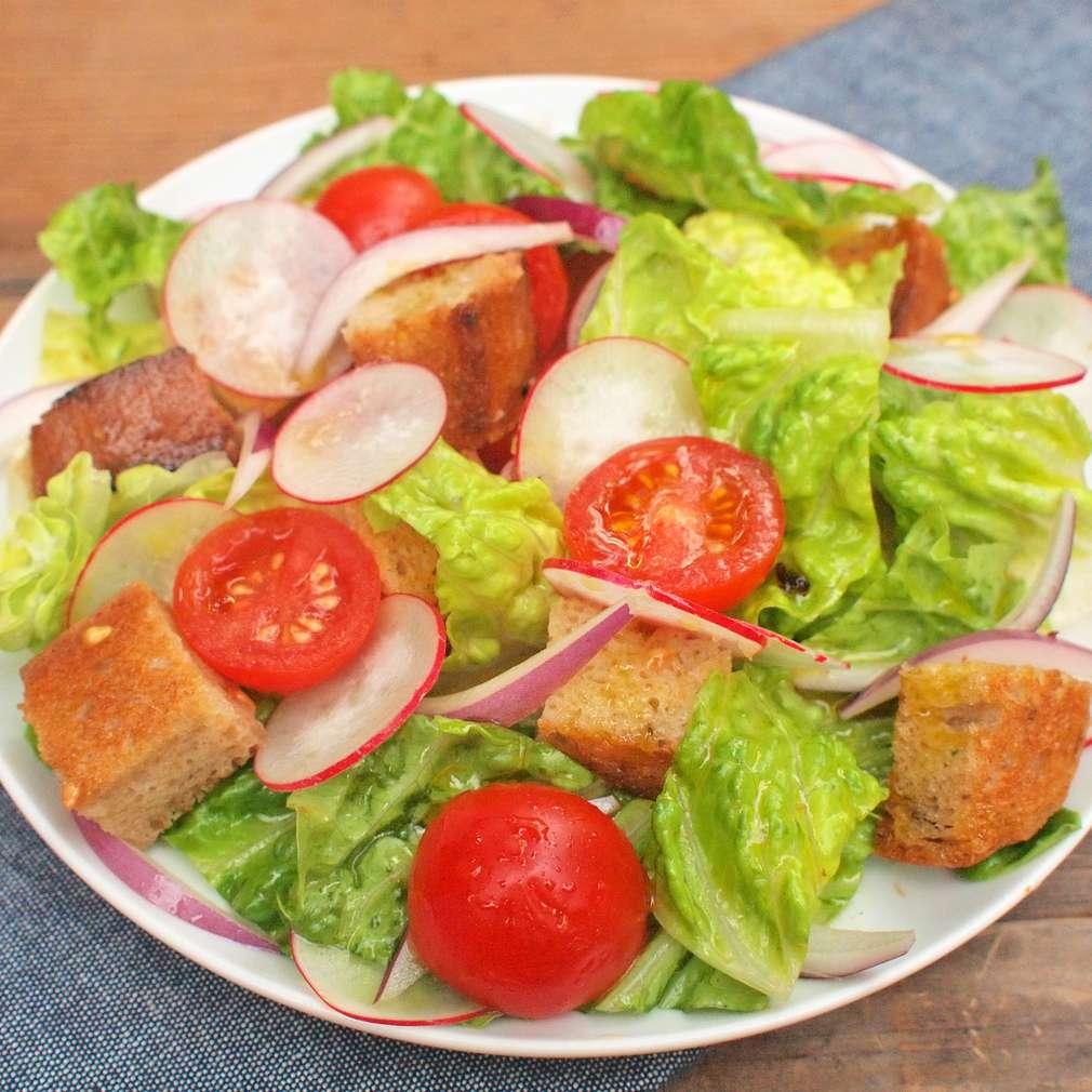 Zobrazit Římský chlebový salát receptů