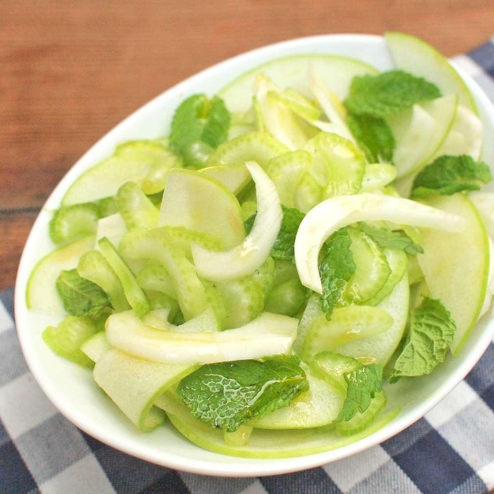 Zobrazit Celerový salát s jablky receptů
