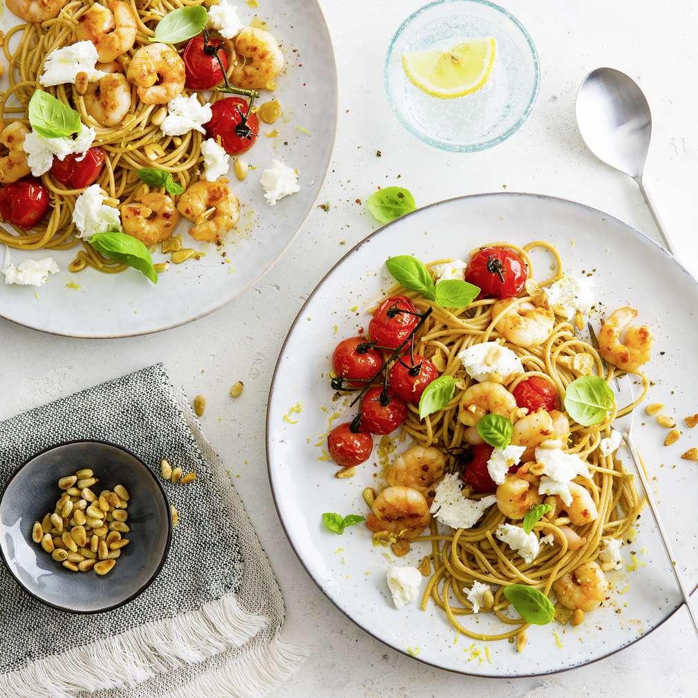Abbildung des Rezepts Vollkorn-Spaghetti mit Ofentomaten und Garnelen