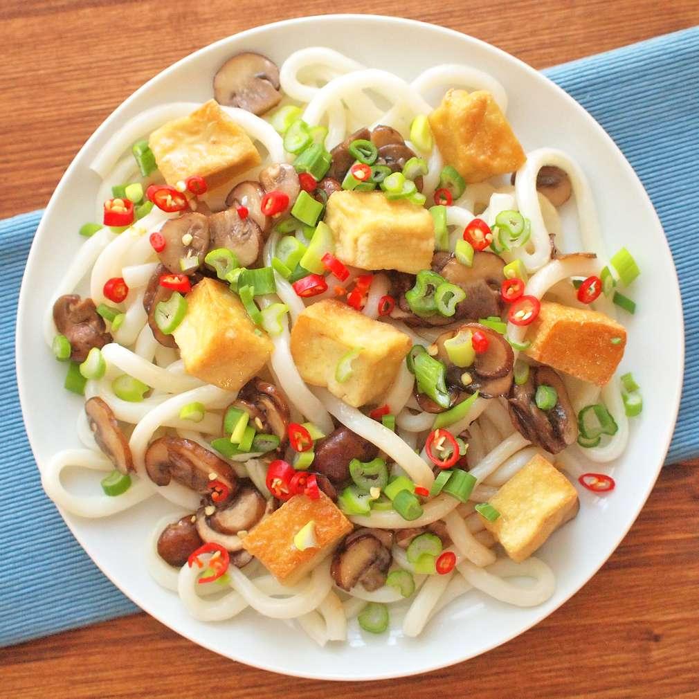 Zobrazit Pohankové nudle s tofu a jarní cibulkou receptů