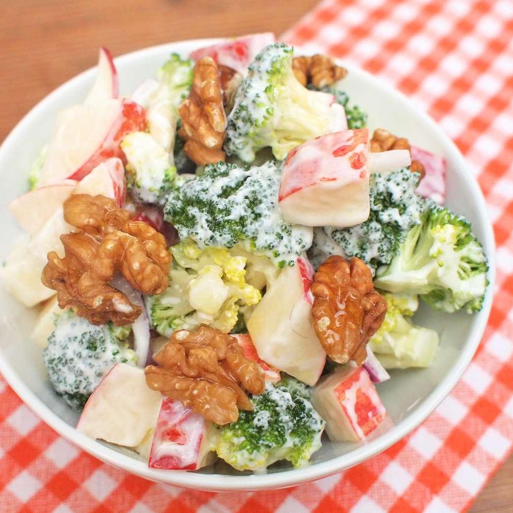 Zobrazit Krémový salát s brokolicí a jablky receptů