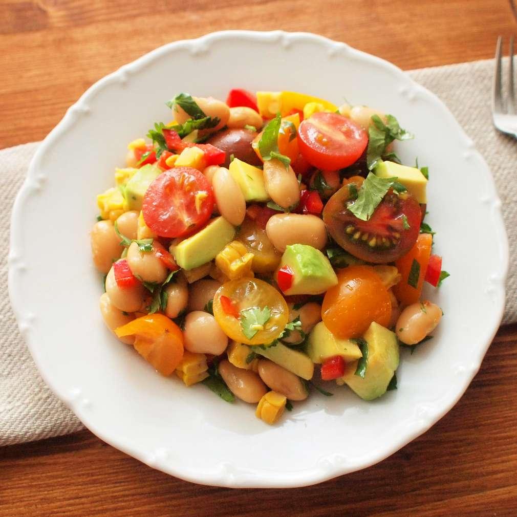 Zobrazit Fazolový salát s kukuřicí a avokádem receptů