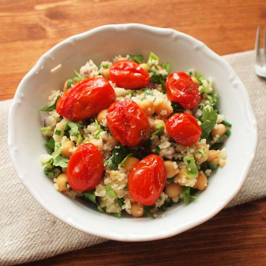 Zobrazit Pečená rajčata s cizrnou a kuskusem receptů