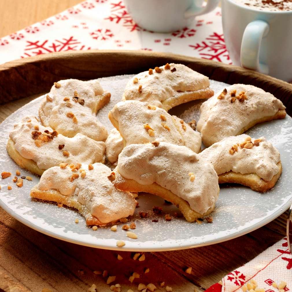 Zobrazit Křehké měsíčky s vlašskými ořechy receptů