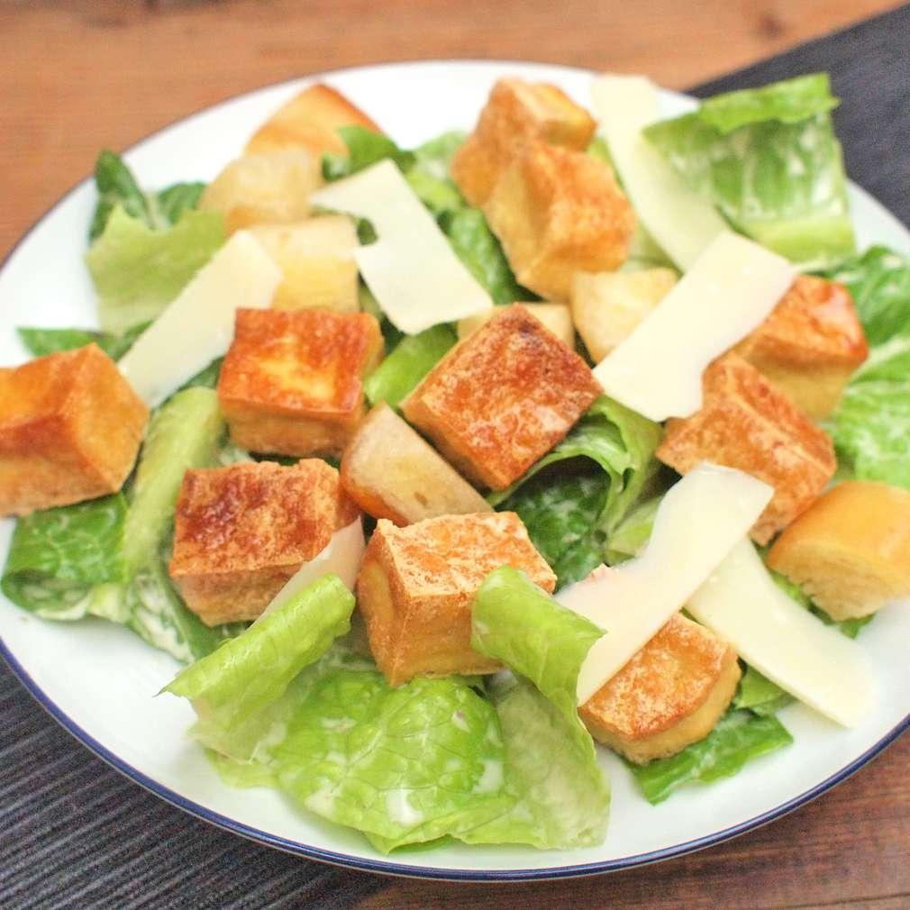 Zobrazit Caesar salát s křupavým tofu receptů