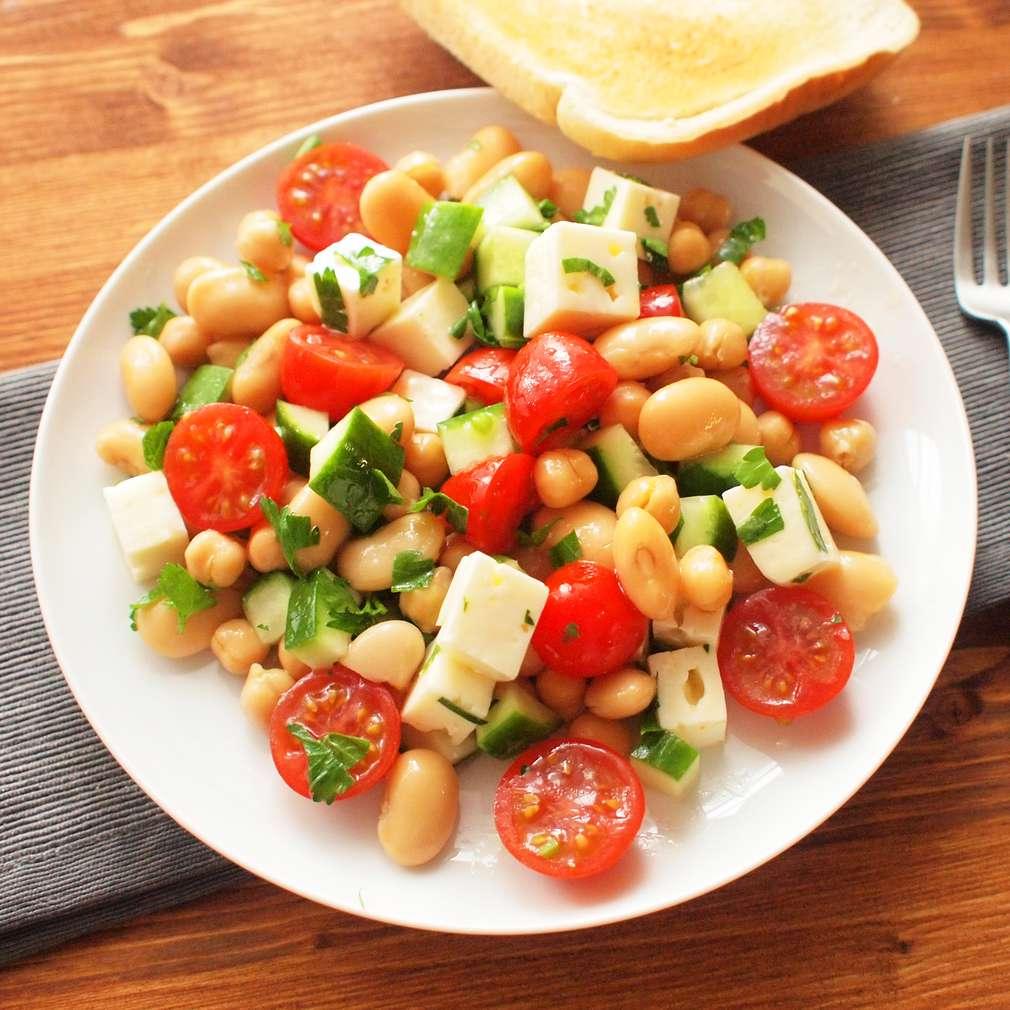 Zobrazit Luštěninový salát s okurkou a fetou receptů