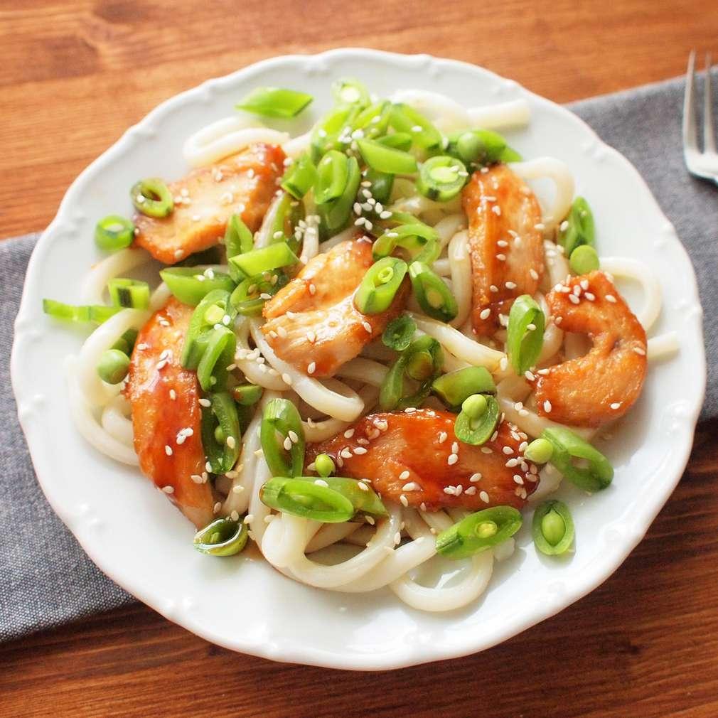 Zobrazit Nudlový salát s kuřetem a hráškem receptů
