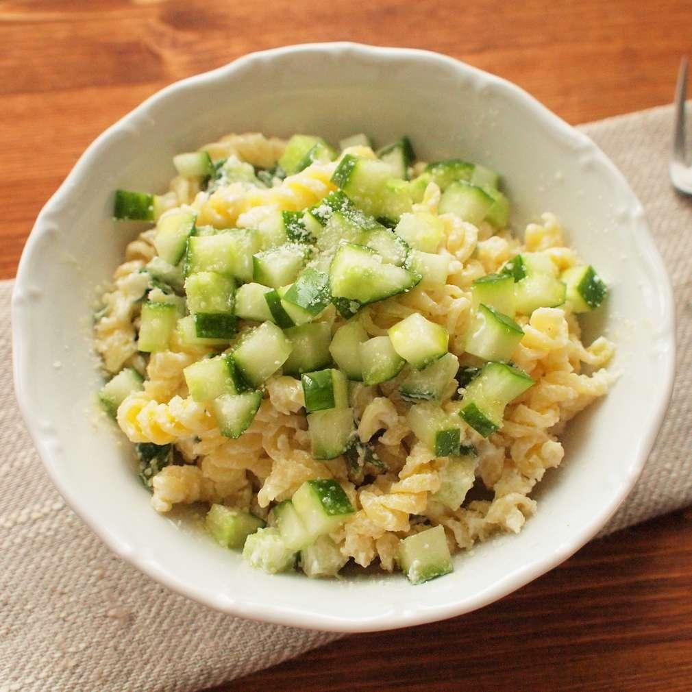Zobrazit Okurkový salát s těstovinami receptů