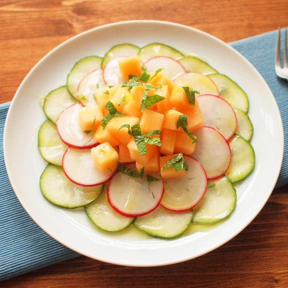 Zobrazit Nakládané okurky s ředkvičkou a melounem receptů