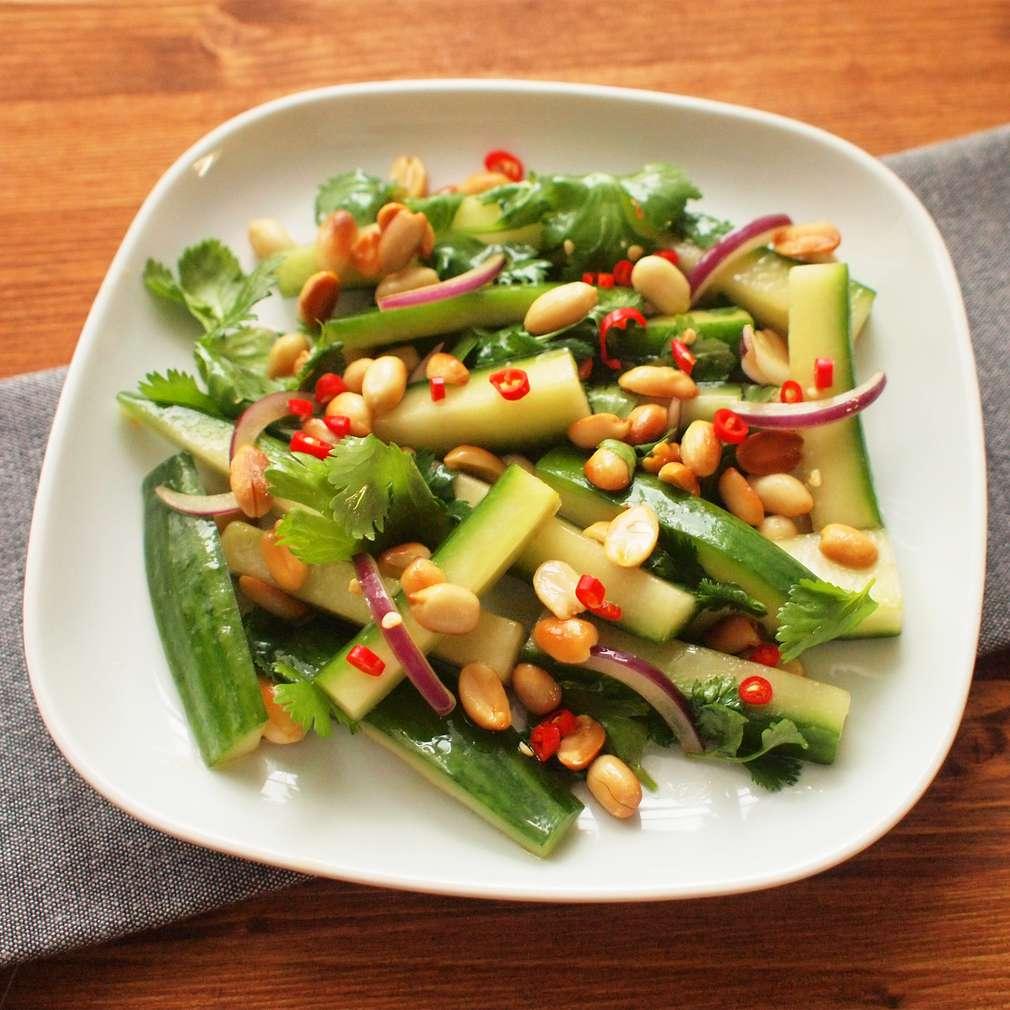 Zobrazit Okurkový salát s arašídy receptů