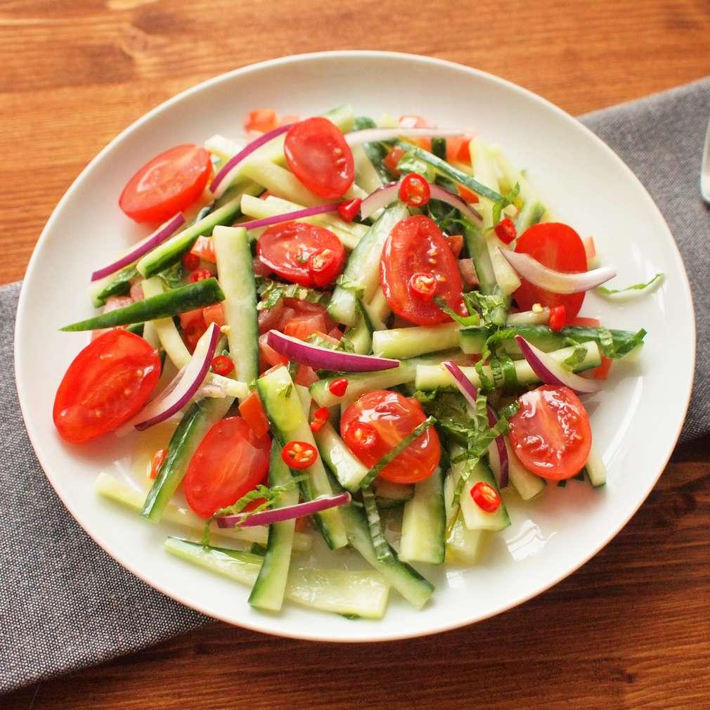 Zobrazit Pikantní okurkový salát s mátou receptů