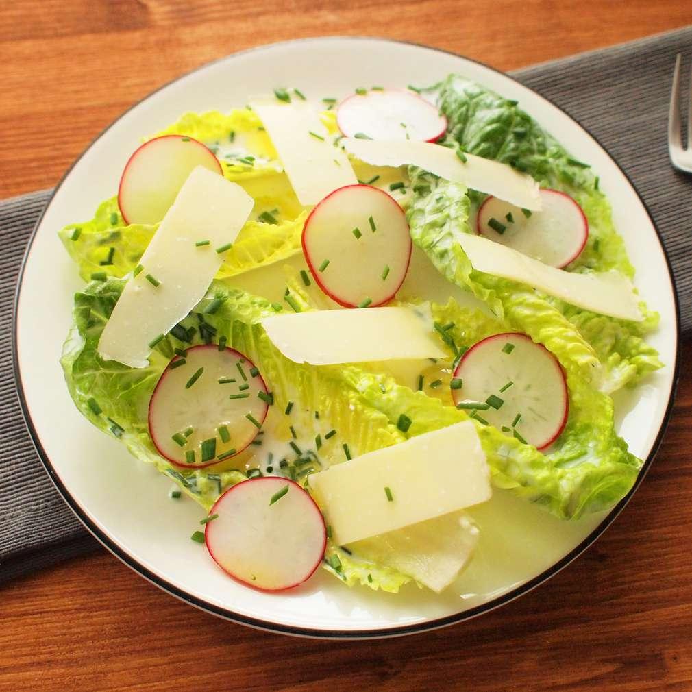 Zobrazit Římský salát s ředkvičkami receptů