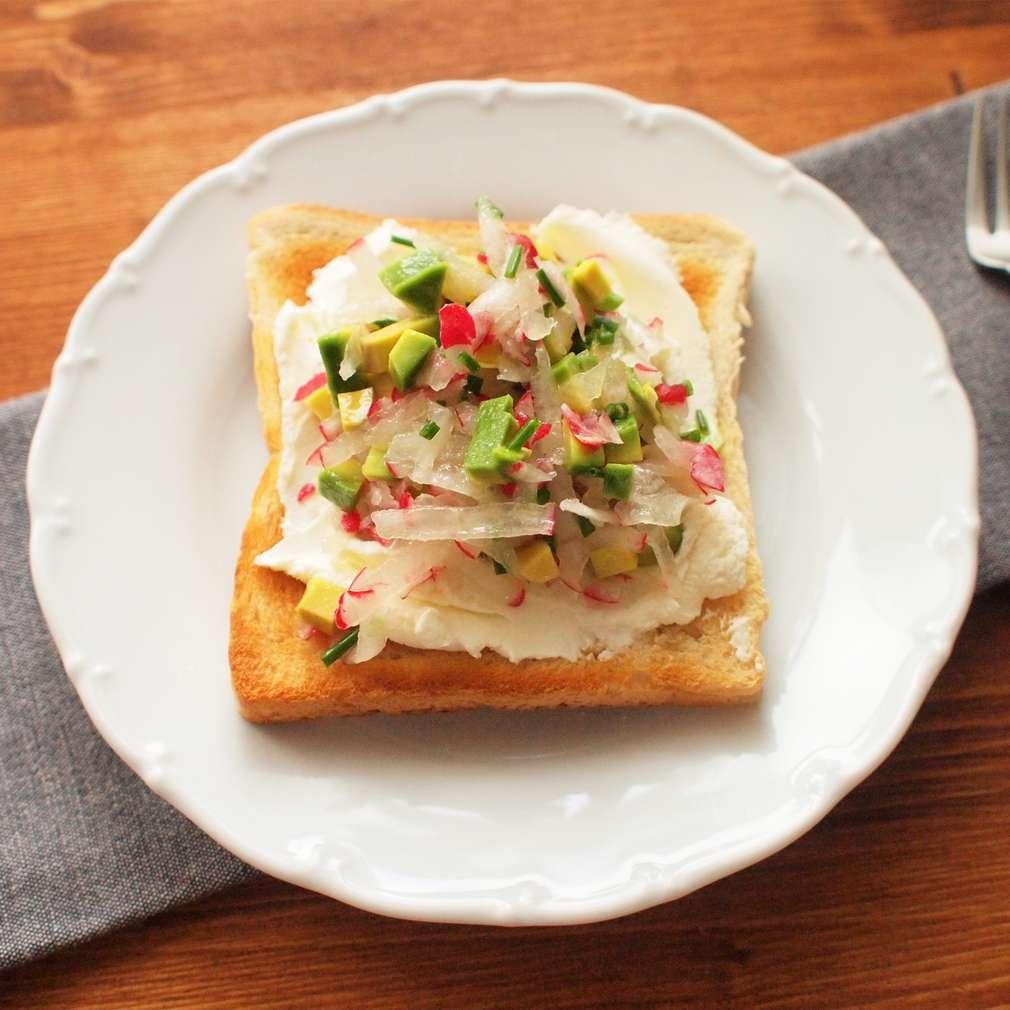 Zobrazit Ředkvičkové toasty s vejcem receptů