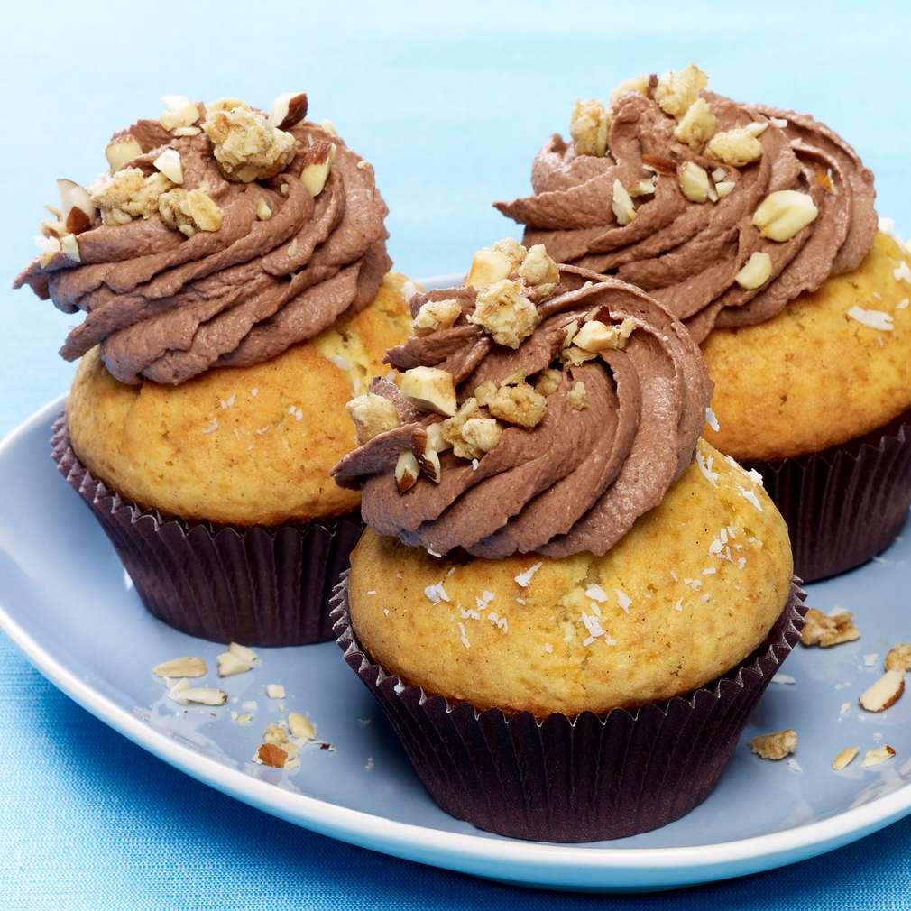 Zobrazit Kokosové cupcakes s čokoládovým krémem a křupavým müsli receptů