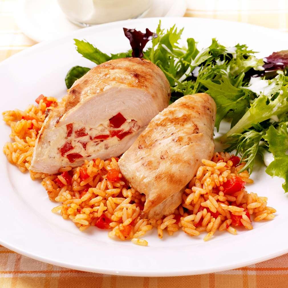 Abbildung des Rezepts Paprika-Hähnchen mit Reis und Blattsalat