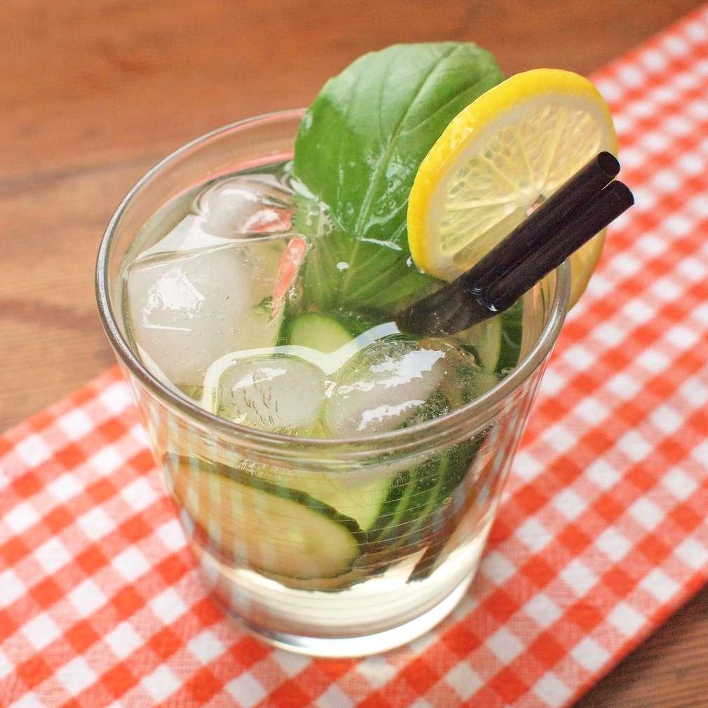 Okurková limonáda s bazalkou