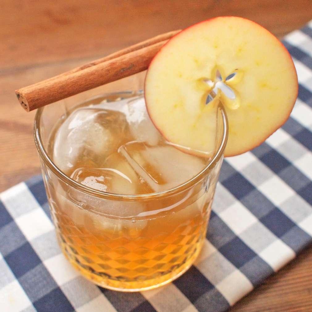 Zobrazit Jablečná whisky se skořicí receptů
