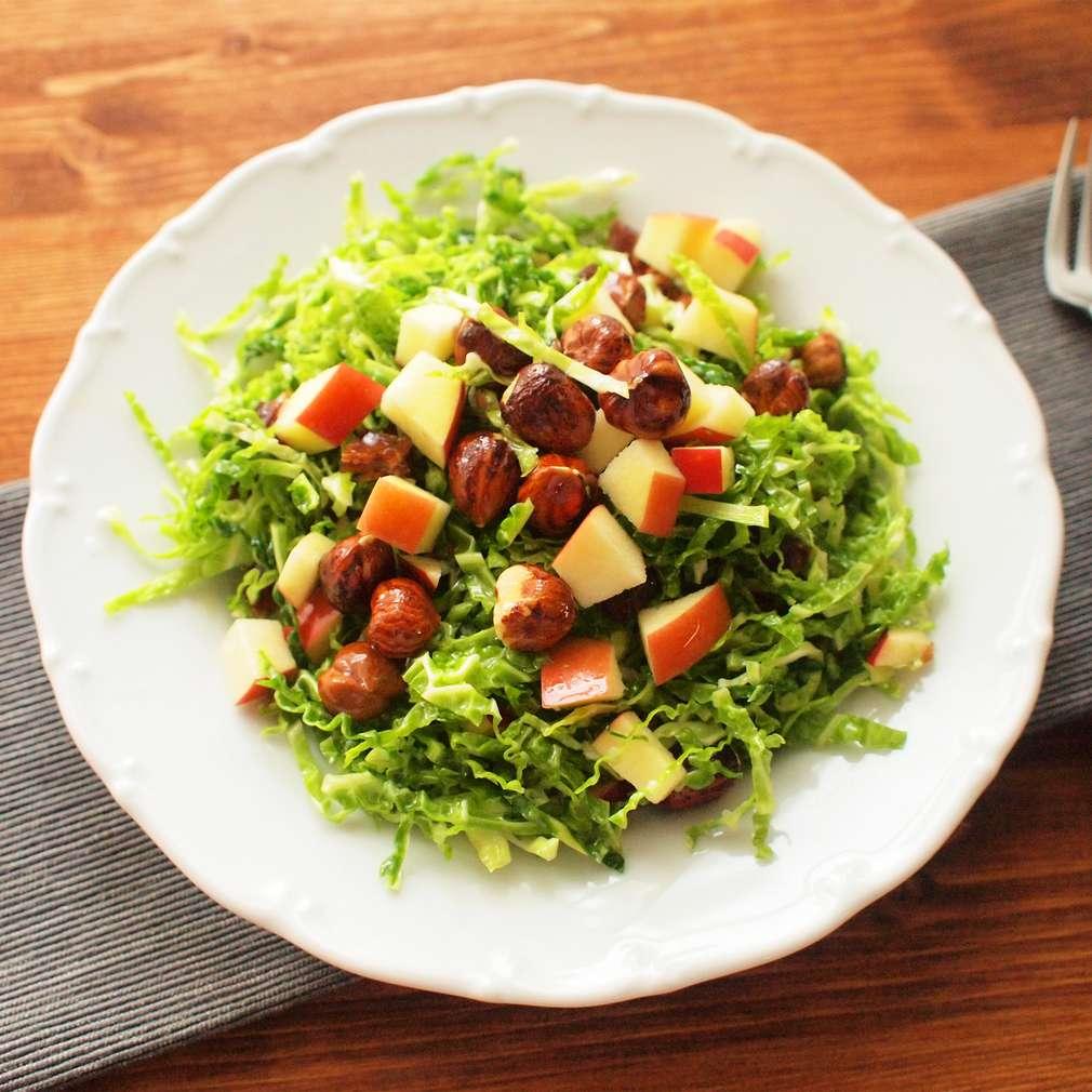 Zobrazit Kapustový salát s ořechy a datlemi receptů