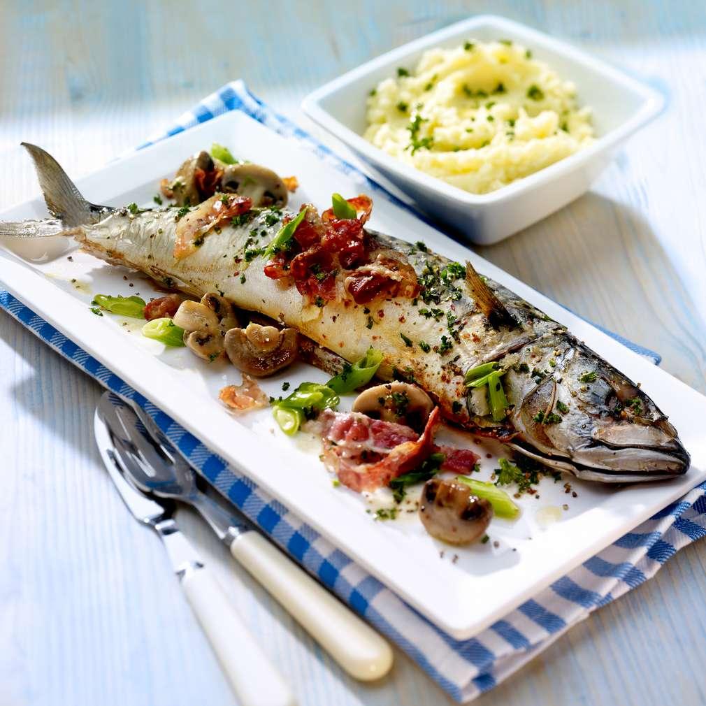 Abbildung des Rezepts Ofen-Makrele mit Bacon-Champignongemüse