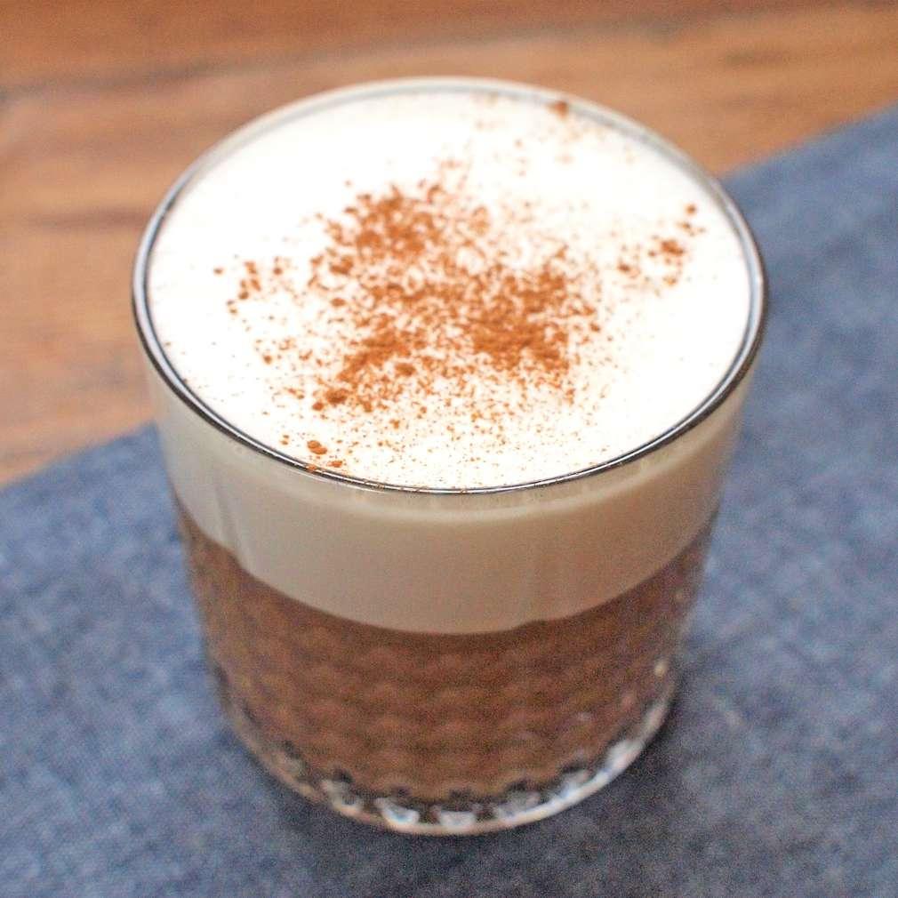 Zobrazit Oříškový milkshake se šlehačkou receptů