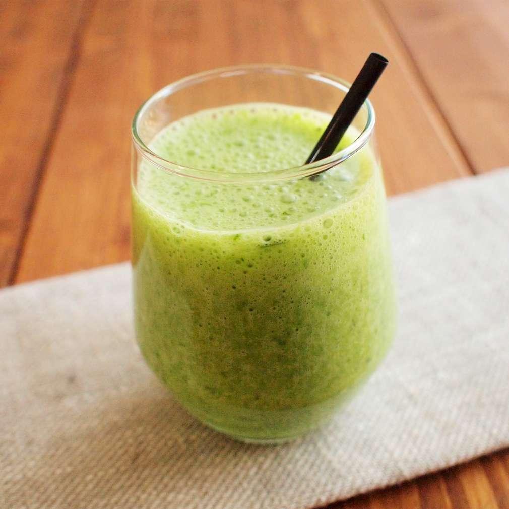 Zobrazit Jablečné smoothie s kadeřávkem receptů