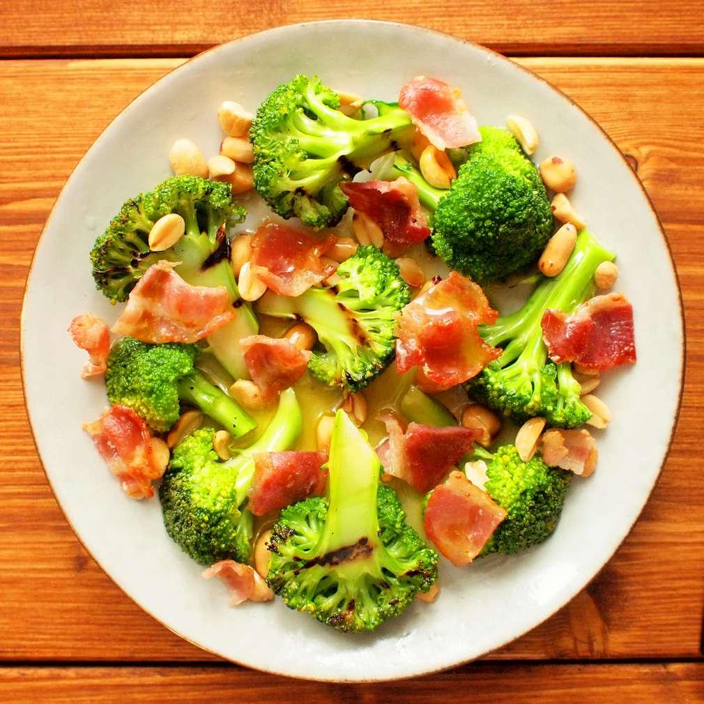 Zobrazit Grilovaná brokolice s arašídy receptů