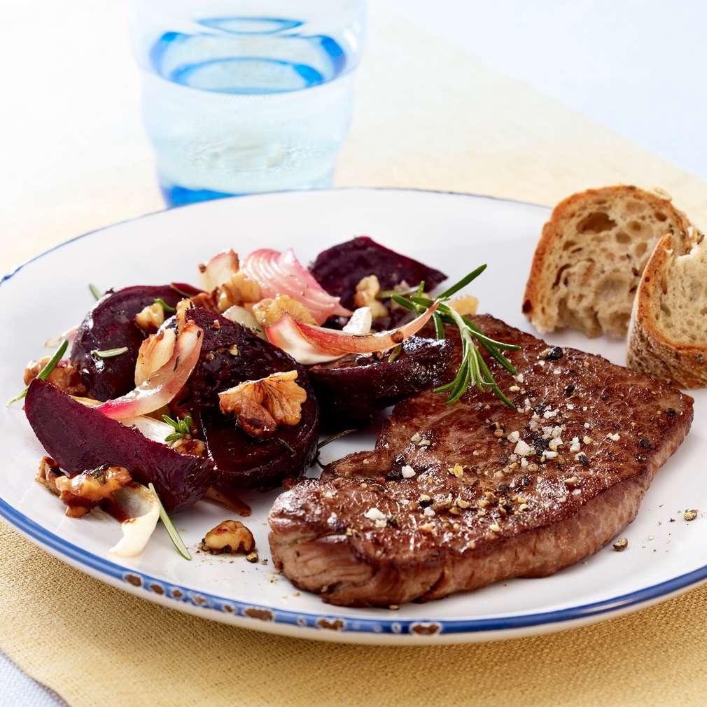 Zobrazit Hovězí steak s pečenou červenou řepou receptů